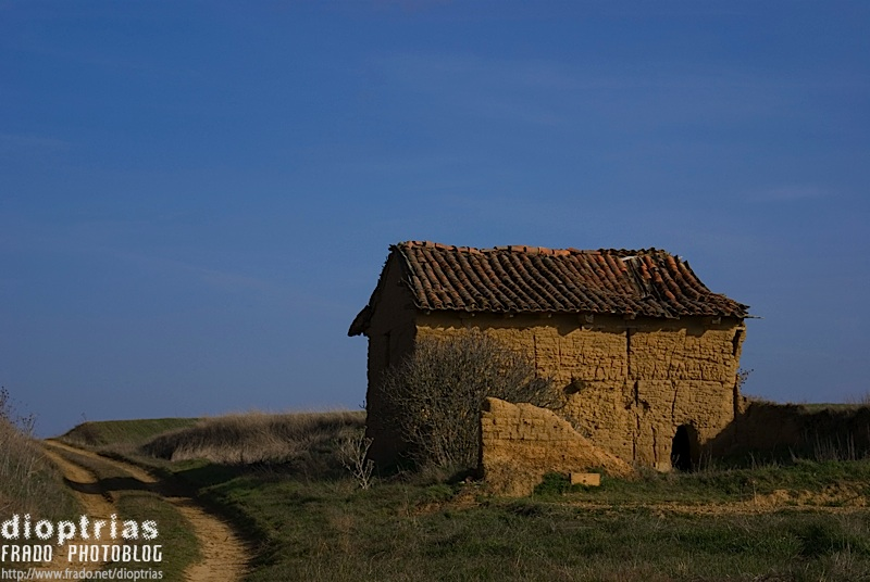 la casa y el camino