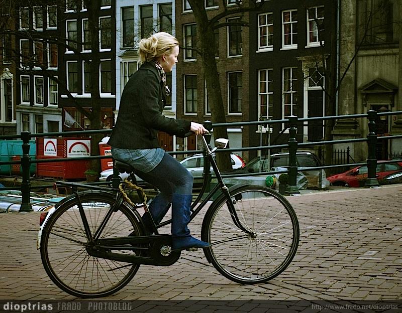 la rubia de la bici
