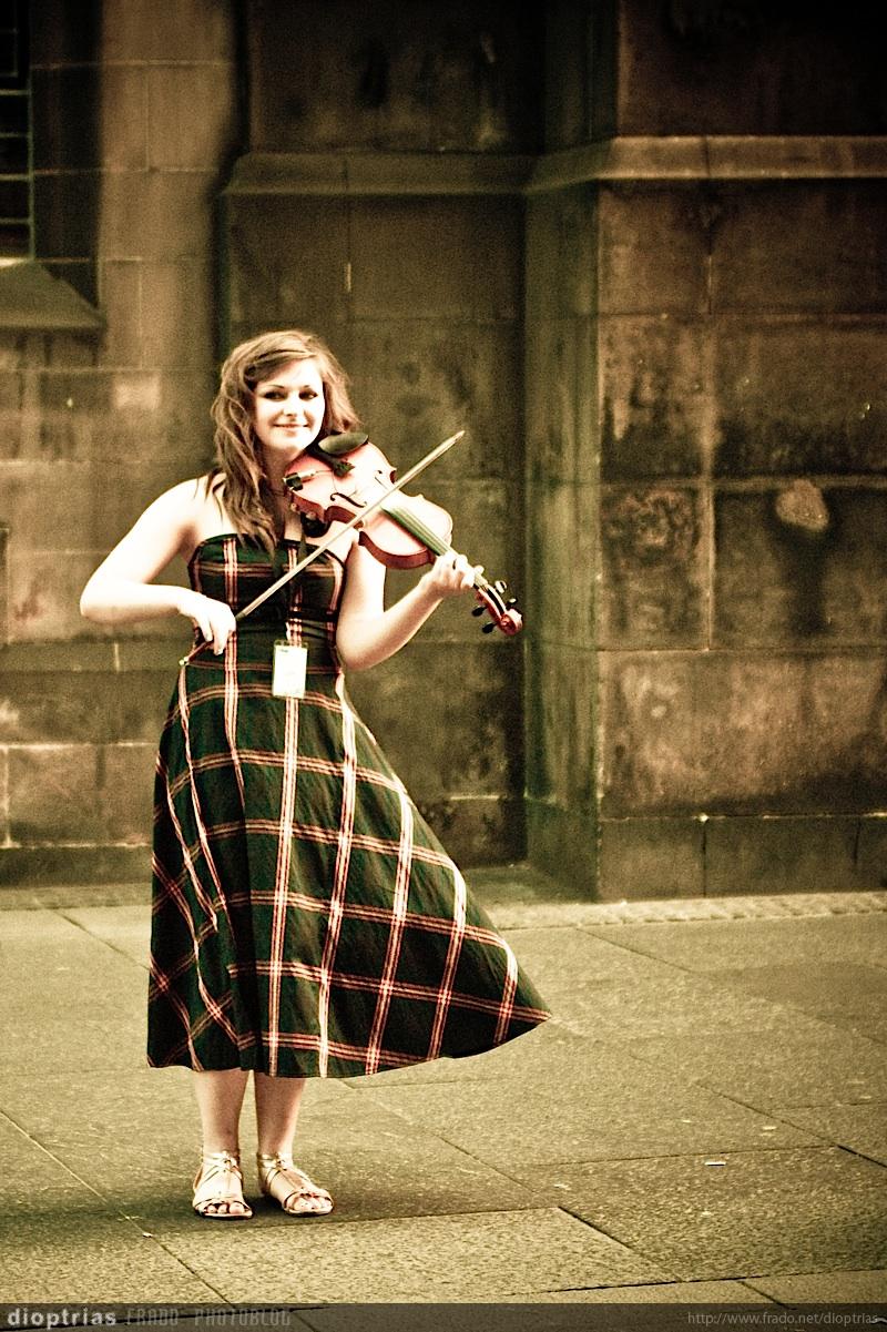 violinista sonriente